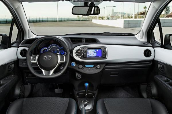 Toyota Yaris Hybrid Auto 2